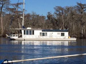 a pretty cool house boat